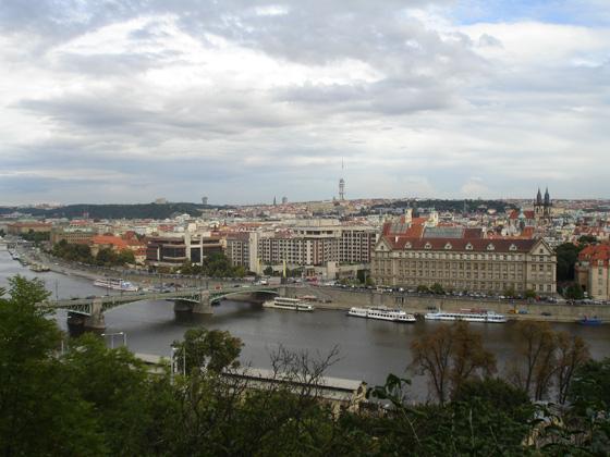 Вид на Прагу с левого берега Влтавы