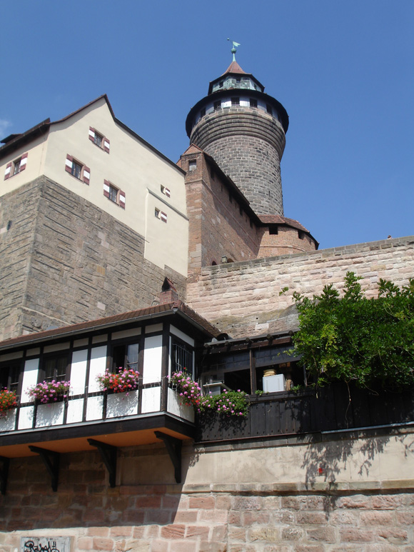 Вполне такой готический замок. Но маленький
