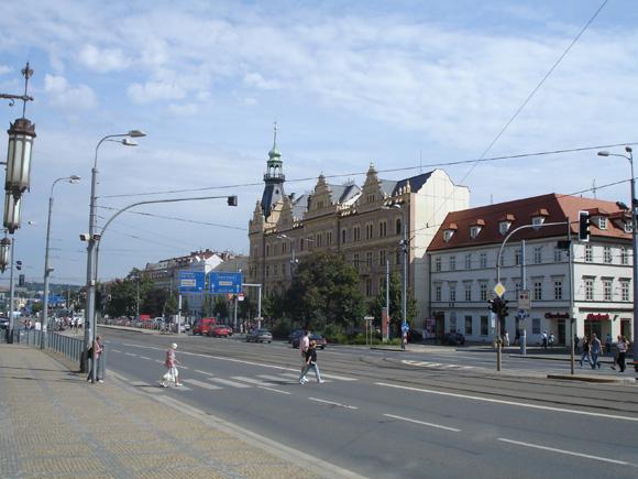 Вот такой симпатичный город начинается, стоит отойти от автостанции по направлению к центру.