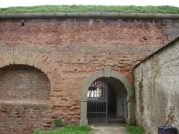 Большинство строений именно такие - дань памяти австро-венгерской крепости