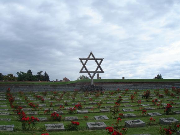 Кладбище по дороге к Малой крепости