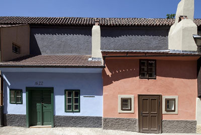 Слева - дом Кафки