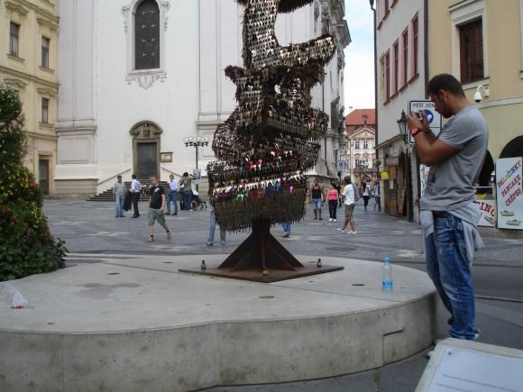 Фото Праги. Памятник из ключей