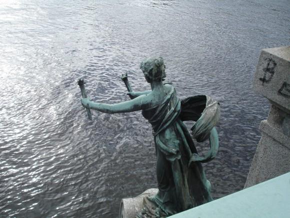 Фото Праги. Скульптура на Чехувом мосту