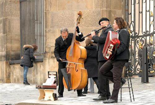 Уличные музыканты - одна из особенностей Праги