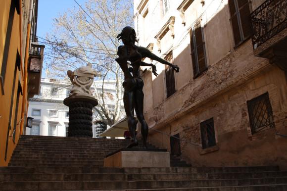 Вот такая лестница ведет к музею Дали